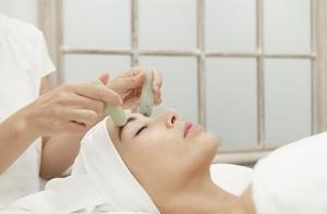 Lifting facial con colágeno y piedra Jade